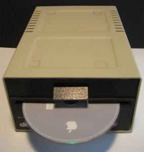 2-22-09-mac_mini_apple_2_drive