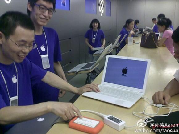 Bir Çinli sahte MacBook Air'ını tamir için gerçek bir Apple mağazasına götürünce ne oldu?