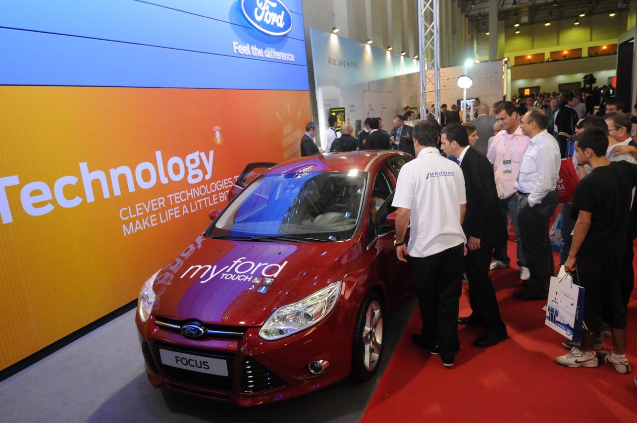 Ford araç içi bilgi sistemi için BlackBerry ile anlaşmaya gidiyor