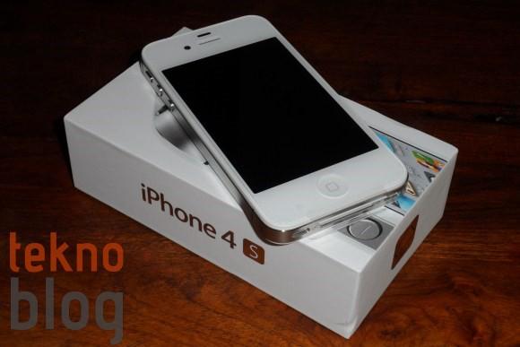 iPhone 4S bugün Türkiye'de satışa çıkıyor