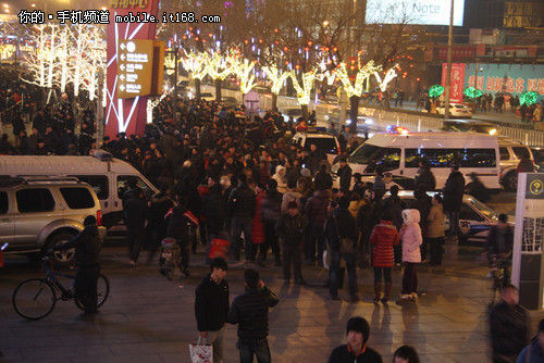 Çin'in başkenti Pekin'de iPhone 4S izdihamı – Video