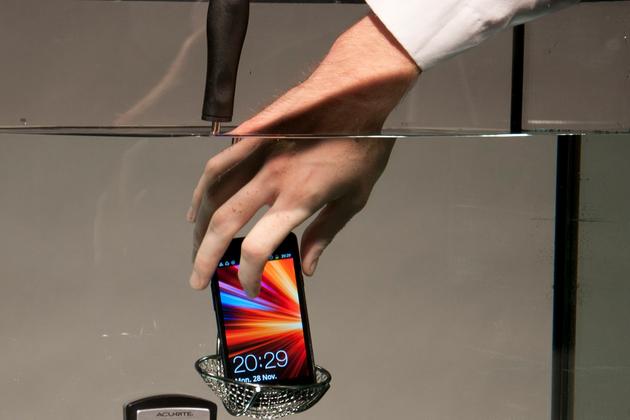 Su geçirmez akıllı telefonlar yolda – Video