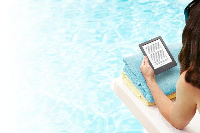 Kobo suya dayanıklı elektronik okuyucusuyla küvette kitap okuma imkanı sunuyor