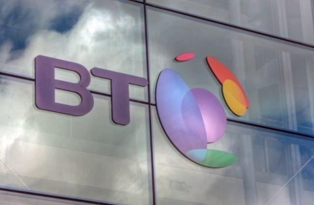 British Telecom EE'yi 12.5 milyar sterlin karşısında satın almak için görüştüğünü doğruladı