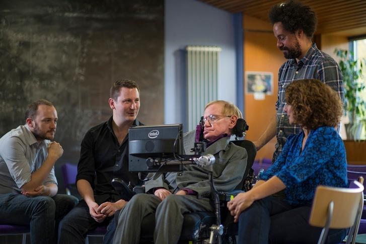 Stephen Hawking fikirlerini artık SwiftKey teknolojisinin yardımıyla açıklıyor