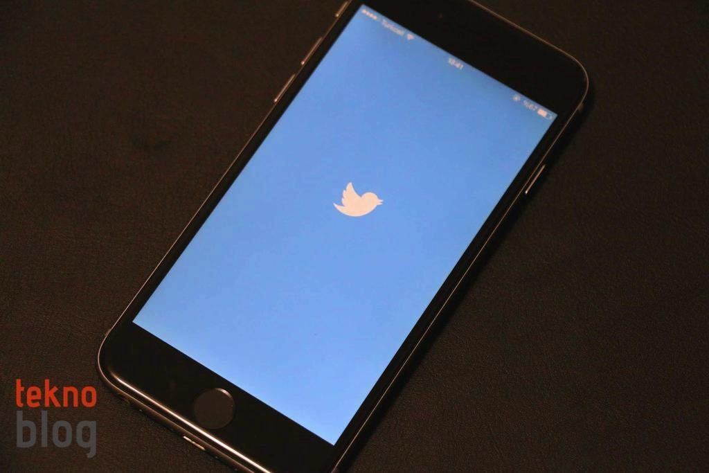twitter-iphone-logo-230315-1024x683