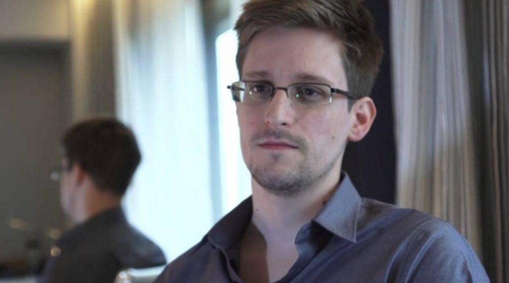 Edward-Snowden-290915