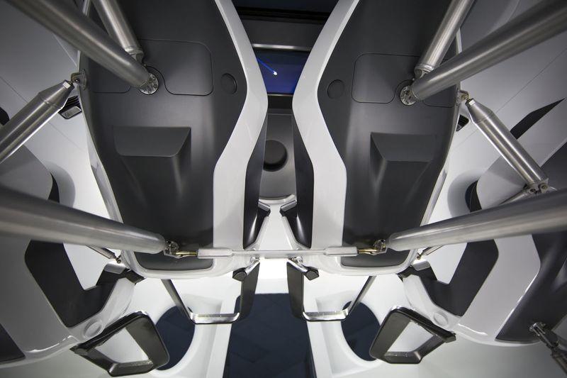 spacex-crew-dragon-kabin-110915-1