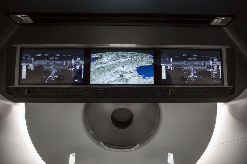 spacex-crew-dragon-kabin-110915-2