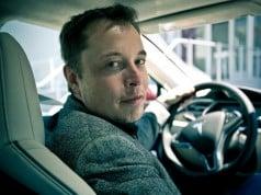 """Elon Musk: Şirket içinde Apple'a """"Tesla Mezarlığı"""" diyoruz"""