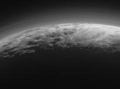 Plüton'un güney kutbunda iki buzul volkan olabilir