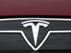 Tesla mühendislikten sorumlu başkan yardımcısı ile yollarını ayırdı