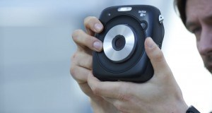 Fujifilm Instax Square SQ10 dijital ve filmli kameraları bir araya getiriyor