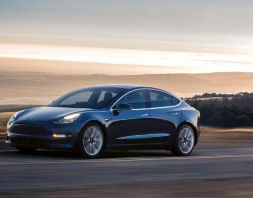 Tesla Model 3 için pazarlama kampanyasını yakında başlatabilir
