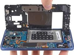 Samsung Galaxy S9+'ın ekranını ve arka panelini aşmak zor