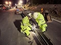 İsveç elektrikli otomobilleri şarj edecek bir yol yaptı