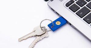 Twitter giriş doğrulaması için USB güvenlik anahtarlarını da destekleyecek