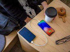 Mophie'den iPhone'a özel Lightning destekli taşınabilir şarj aksesuarları