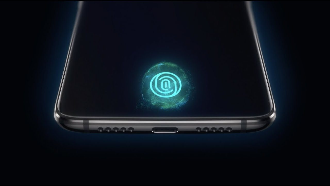 OnePlus 6T tanıtımı ekrana entegre parmak izi tarayıcısını gösteriyor