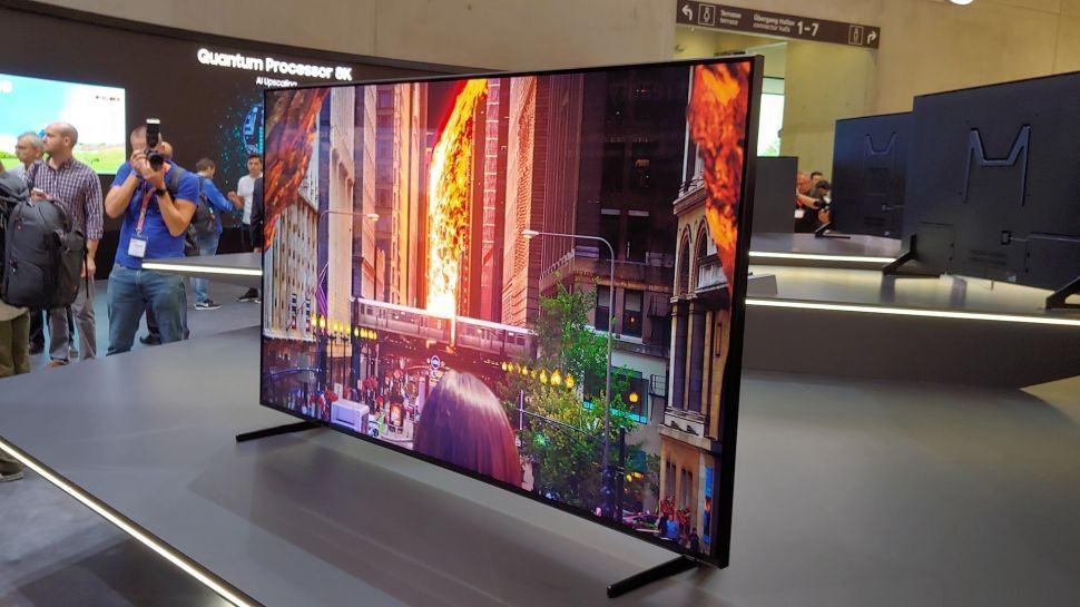 Samsung'un 8K QLED TV'sinin fiyatı yükseklerde uçuyor
