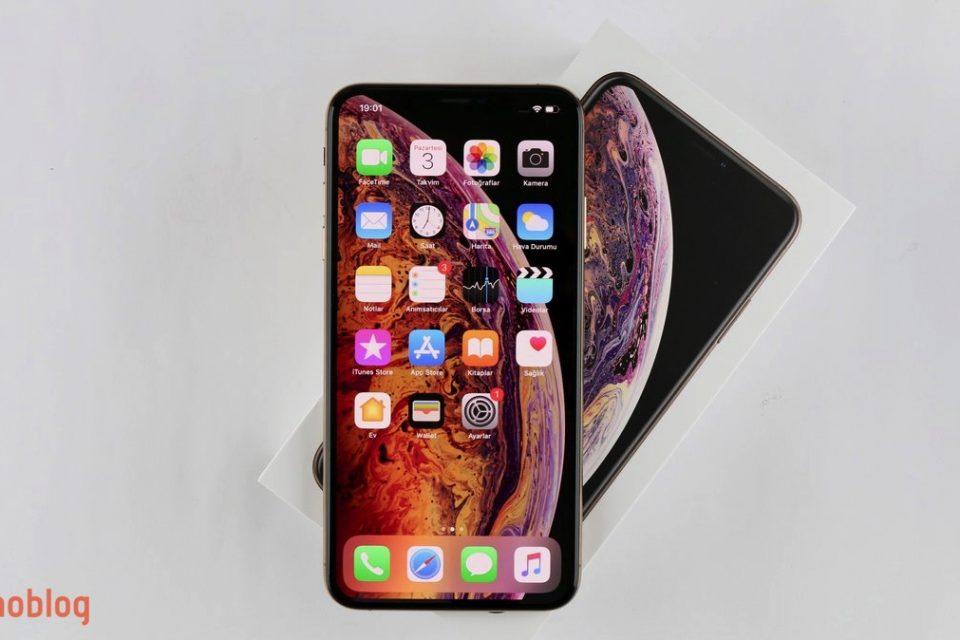 Video: iPhone Xs Max Kutusundan Çıkıyor
