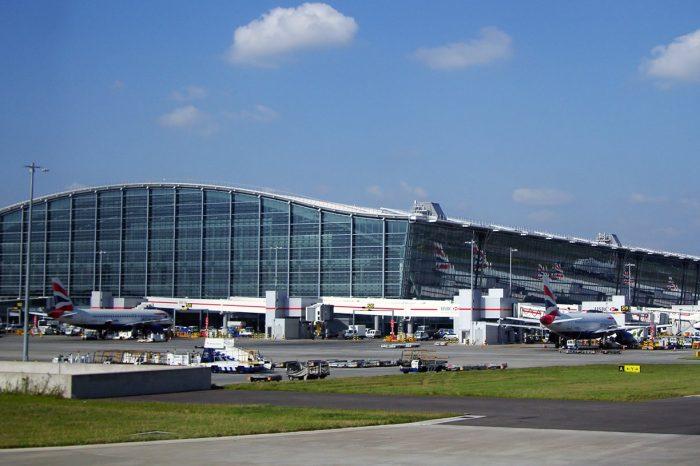 Londra Heathrow Havalimanı'nda da küçük bir drone krizi yaşandı